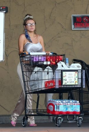 Courtney Stodden - Shopping candids at Albertsons in Palm Springs