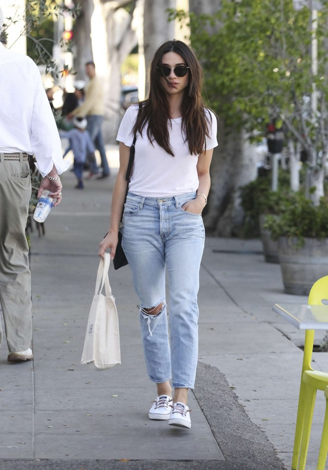Crystal Reed in Jeans Shopping -01