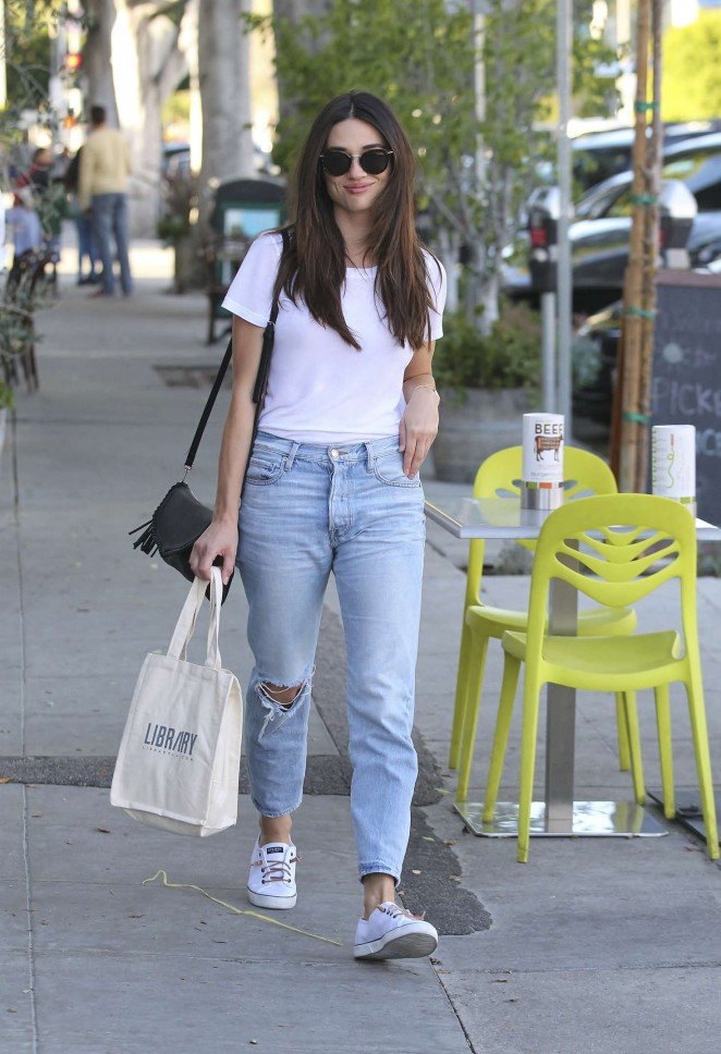 Crystal Reed in Jeans Shopping -05