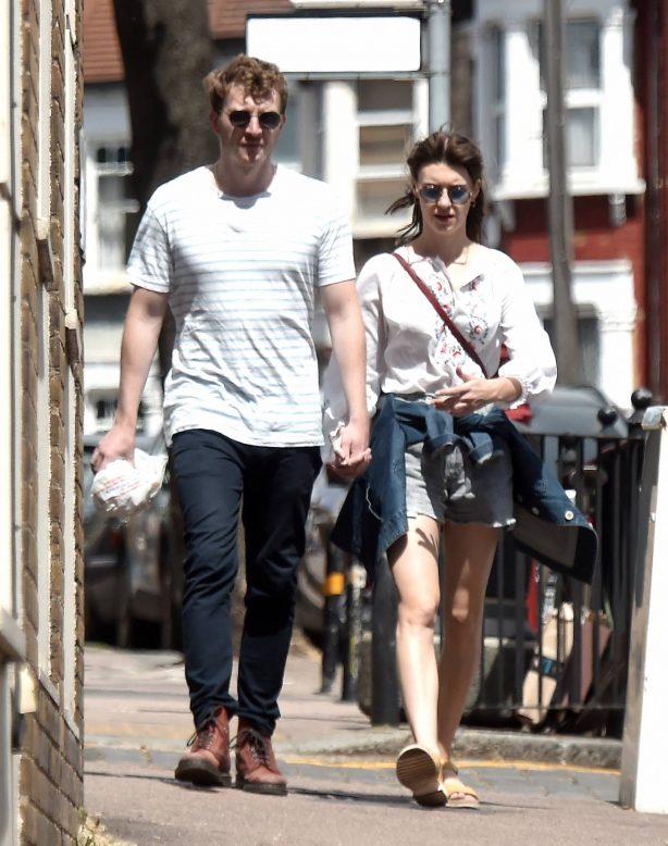 Daisy Edgar-Jones - Seen holds hands with her boyfriend Tom Varey in London