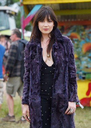 Daisy Lowe - Day 2 of the Glastonbury Festival in Glastonbury