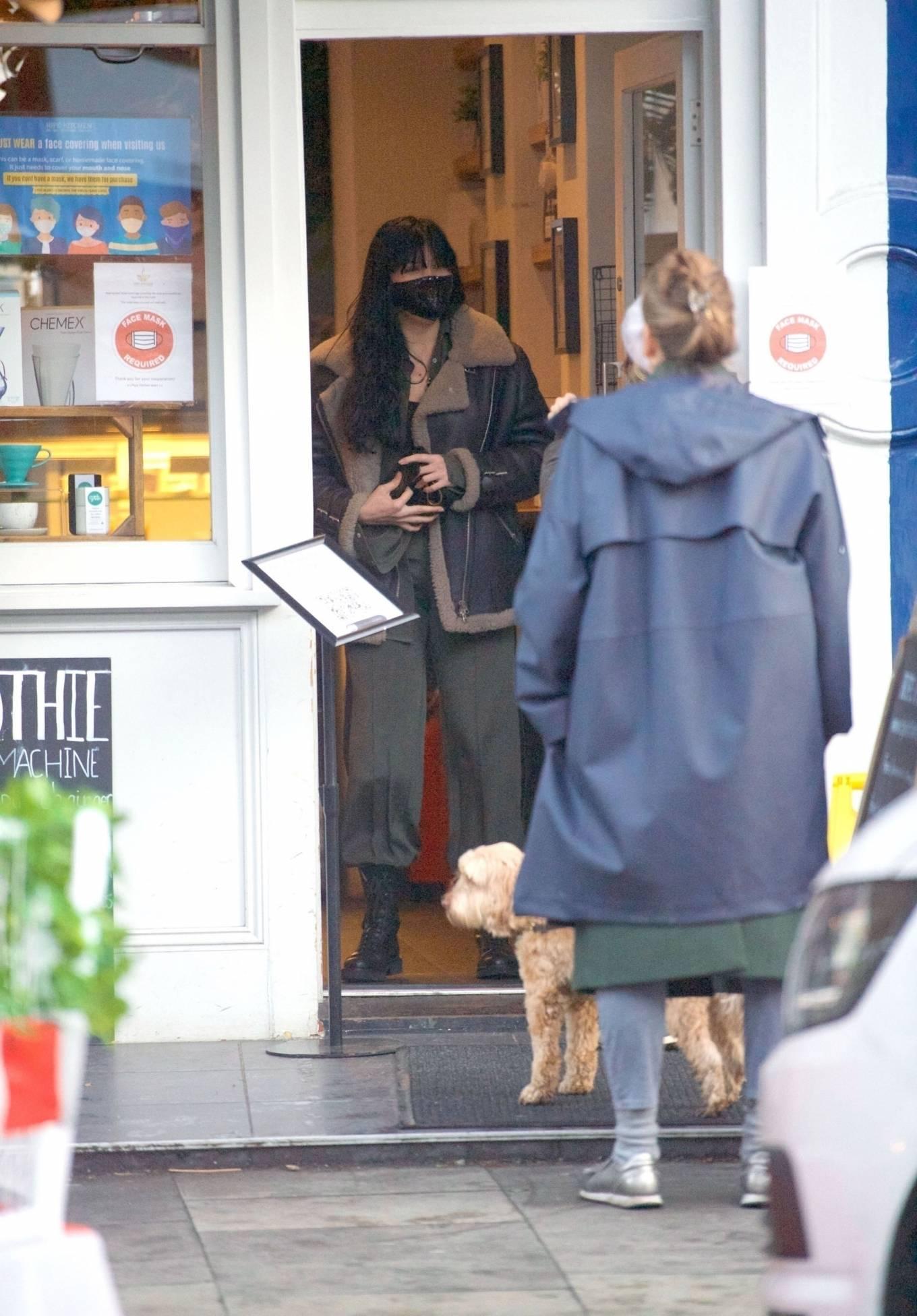 Daisy Lowe 2020 : Daisy Lowe – Seen at a coffee shop in London-03