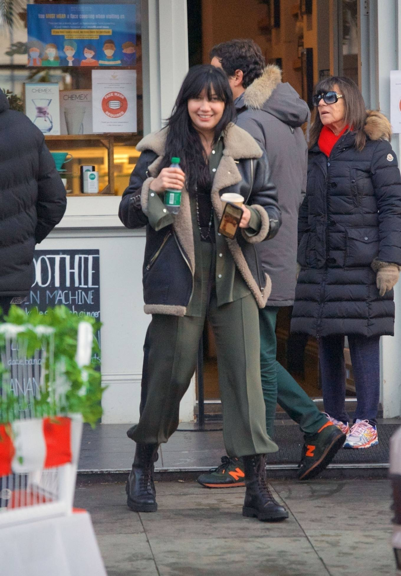 Daisy Lowe 2020 : Daisy Lowe – Seen at a coffee shop in London-07