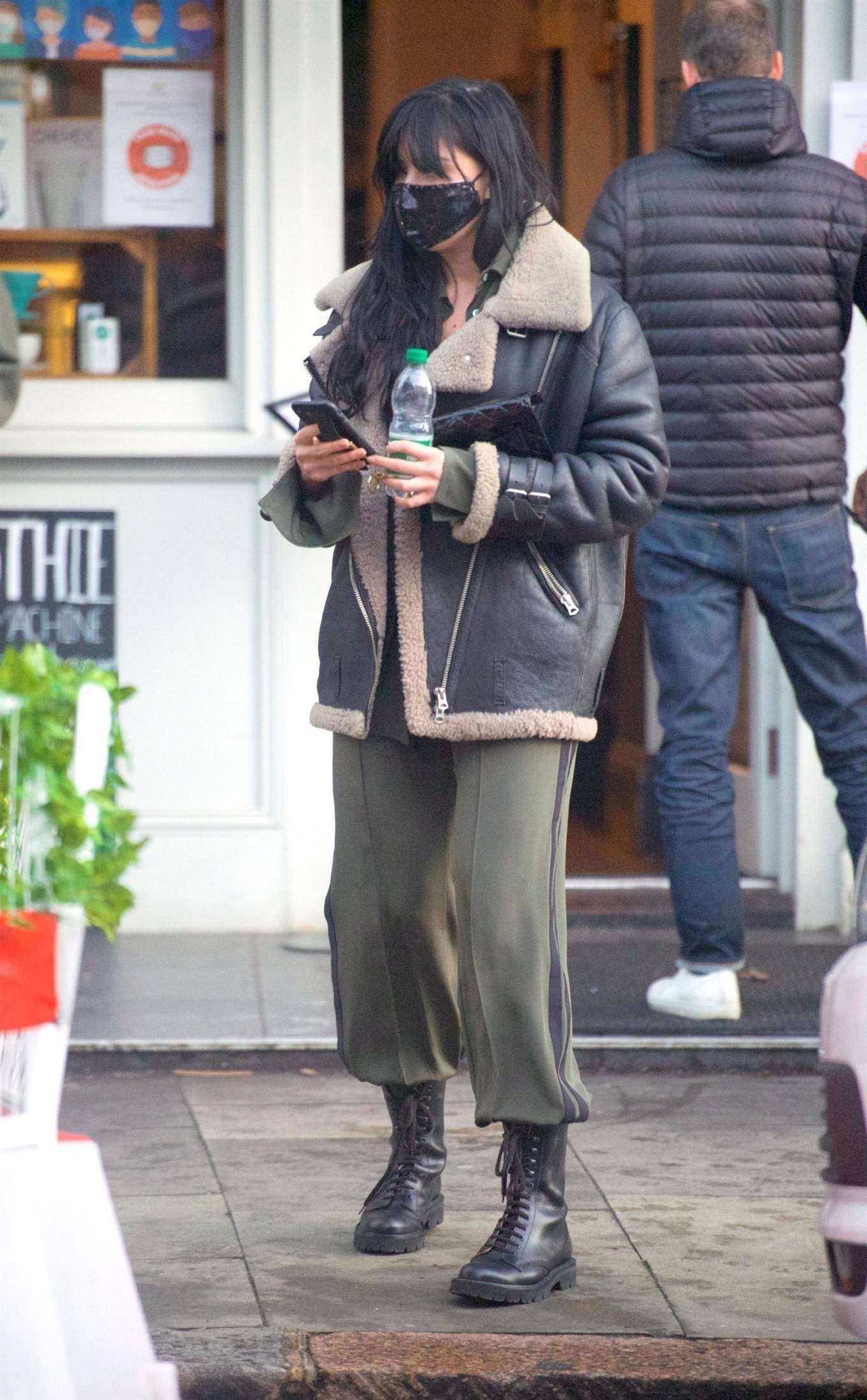 Daisy Lowe 2020 : Daisy Lowe – Seen at a coffee shop in London-09