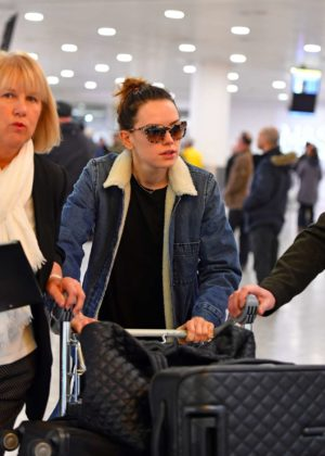Daisy Ridley - Arrives at Heathrow Airport in London