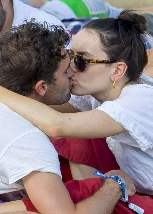 Daisy Ridley shares a kiss with Tom Bateman at the British Summertime Festival in London