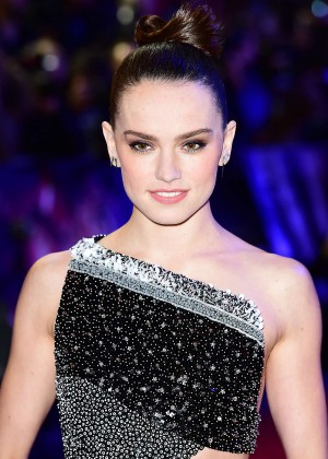 Daisy Ridley: Star Wars The Force Awakens UK Premiere -05