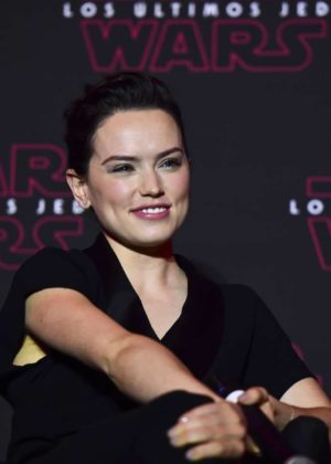 Daisy Ridley - 'Star Wars: The Last Jedi' press conference photocall in Mexico City
