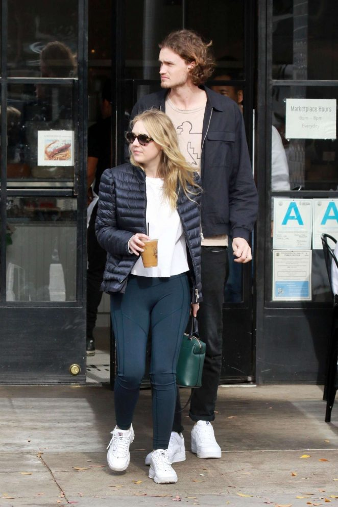 Dakota Fanning and Henry Frye out for lunch at Joans on Third -02