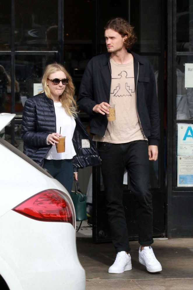 Dakota Fanning and Henry Frye out for lunch at Joans on Third -04
