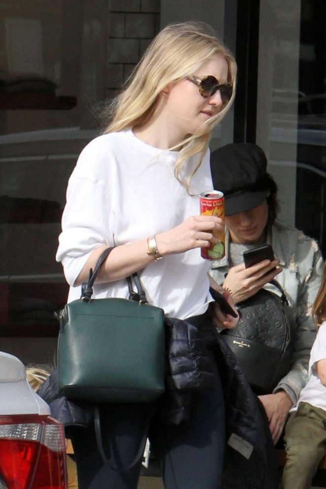 Dakota Fanning and Henry Frye out for lunch at Joans on Third -06