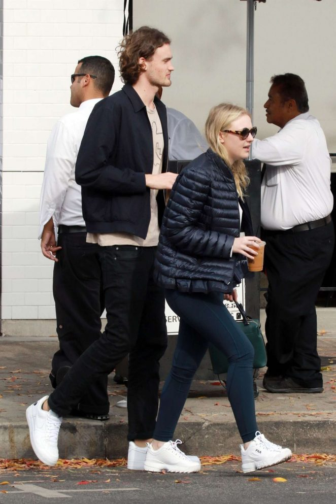Dakota Fanning and Henry Frye out for lunch at Joans on Third -07