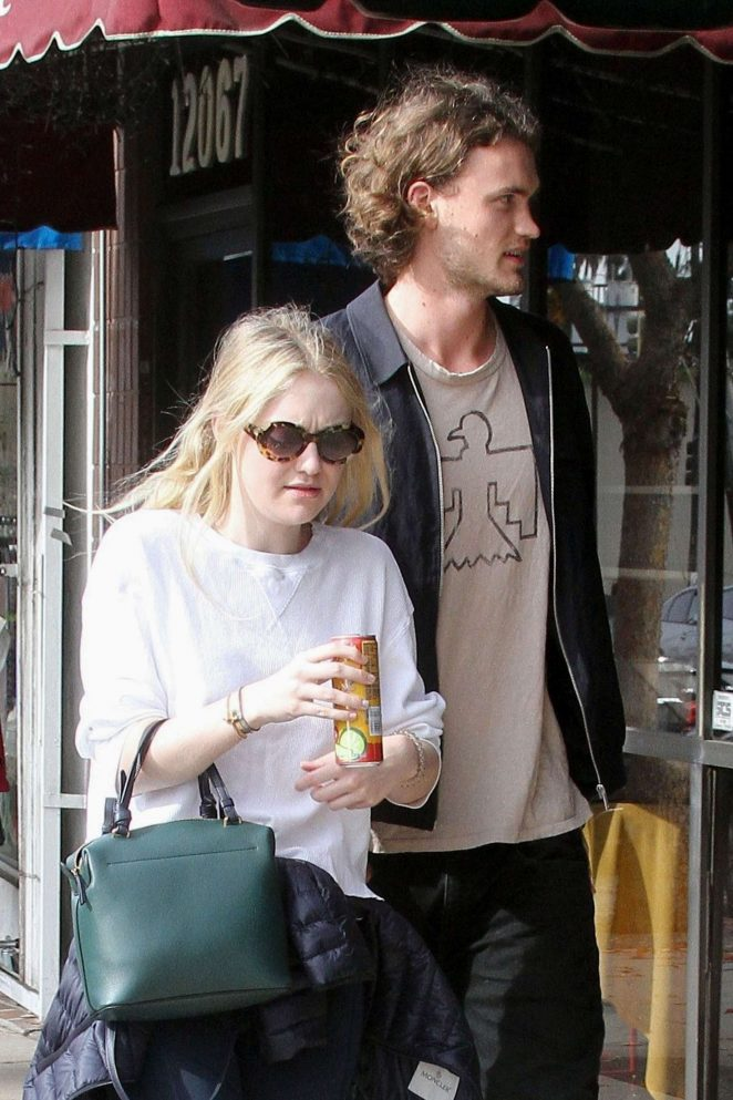 Dakota Fanning and Henry Frye out for lunch at Joans on Third -08