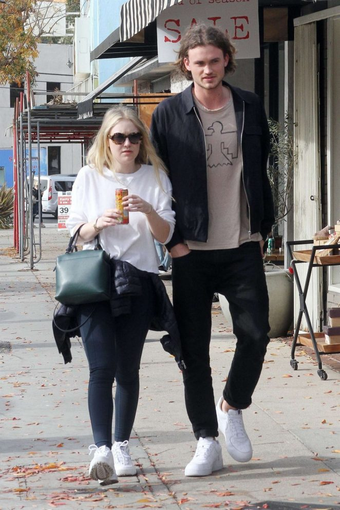 Dakota Fanning and Henry Frye out for lunch at Joans on Third -09