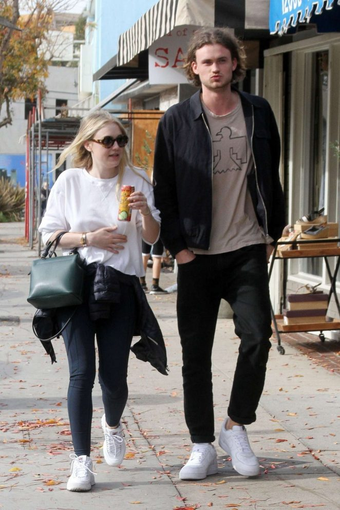Dakota Fanning and Henry Frye out for lunch at Joans on Third -11