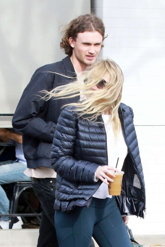 Dakota Fanning and Henry Frye out for lunch at Joans on Third -12