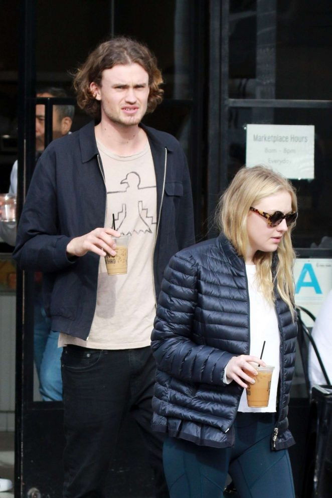 Dakota Fanning and Henry Frye out for lunch at Joans on Third -14
