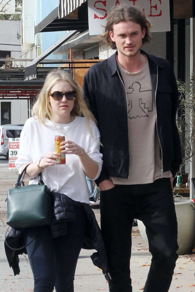 Dakota Fanning and Henry Frye out for lunch at Joans on Third -18