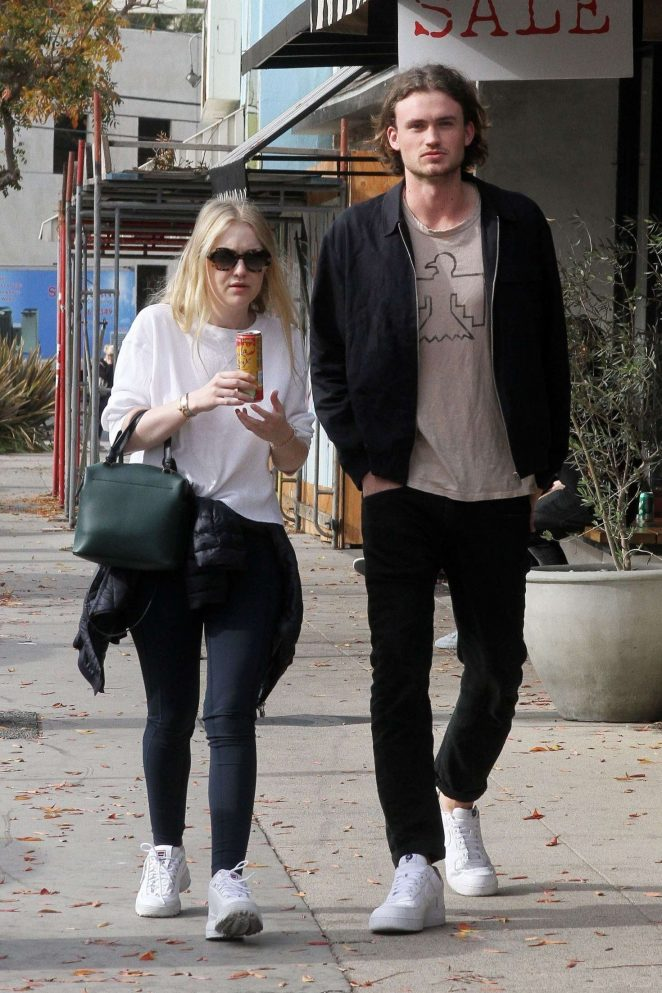 Dakota Fanning and Henry Frye out for lunch at Joans on Third -19