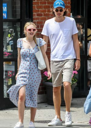 Dakota Fanning and Henry Frye - Out in New York City