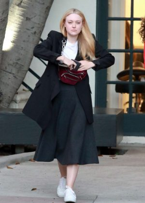 Dakota Fanning - Arrives at a beauty salon in Beverly Hills