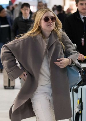 Dakota Fanning - Arrives at Charles de Gaulle Airport in Paris