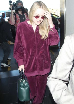 Dakota Fanning - Arriving at LAX Airport in LA
