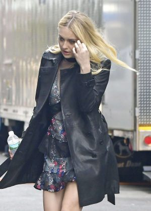 Dakota Fanning - Filming 'Ocean's Eight' set in NYC