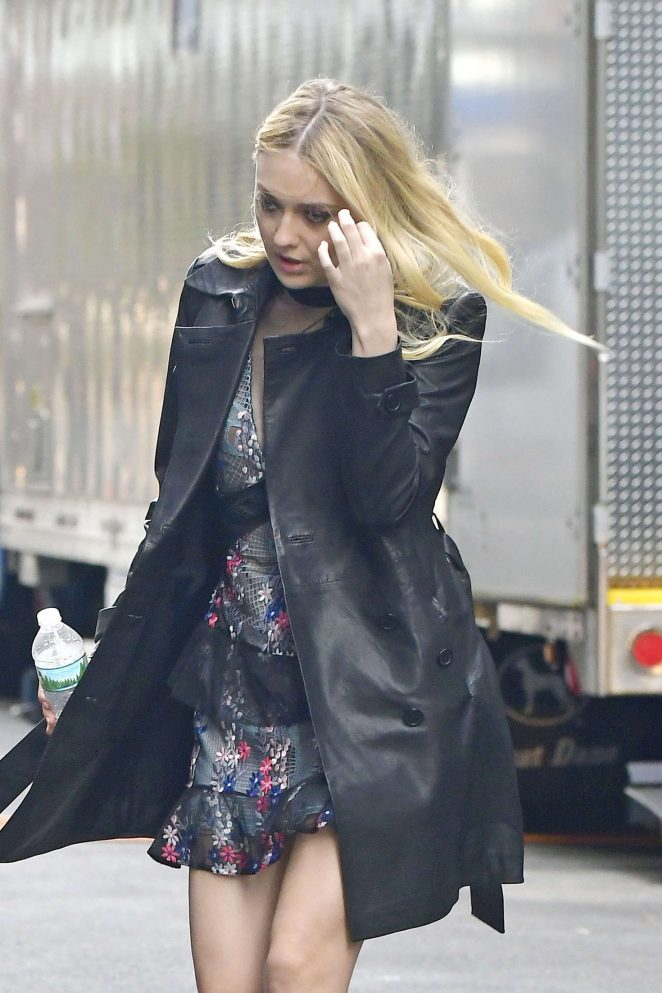 Dakota Fanning - Filming 'Ocean's Eight' set in NYC