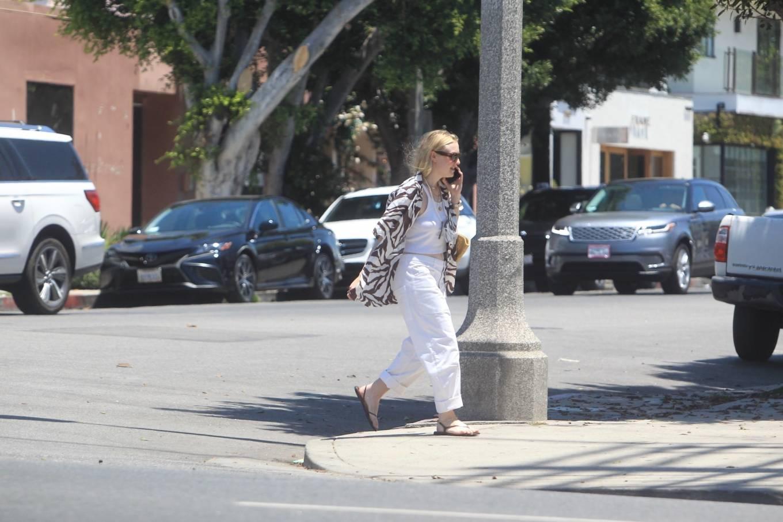 Dakota Fanning 2021 : Dakota Fanning – Grab a cold beverage in West Hollywood-10