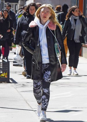 Dakota Fanning - Hits the gym in NYC