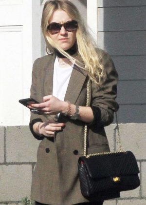 Dakota Fanning - Leaving her family home in Los Angeles