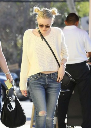 Dakota Fanning - Lunches with friends at Granville in Studio City
