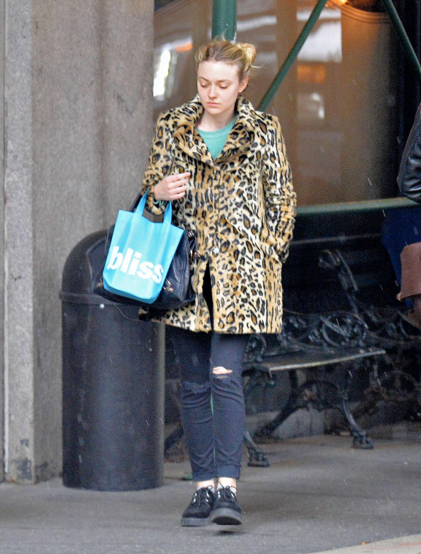 Dakota Fanning 2015 : Dakota Fanning in Leopard Print Coat -03