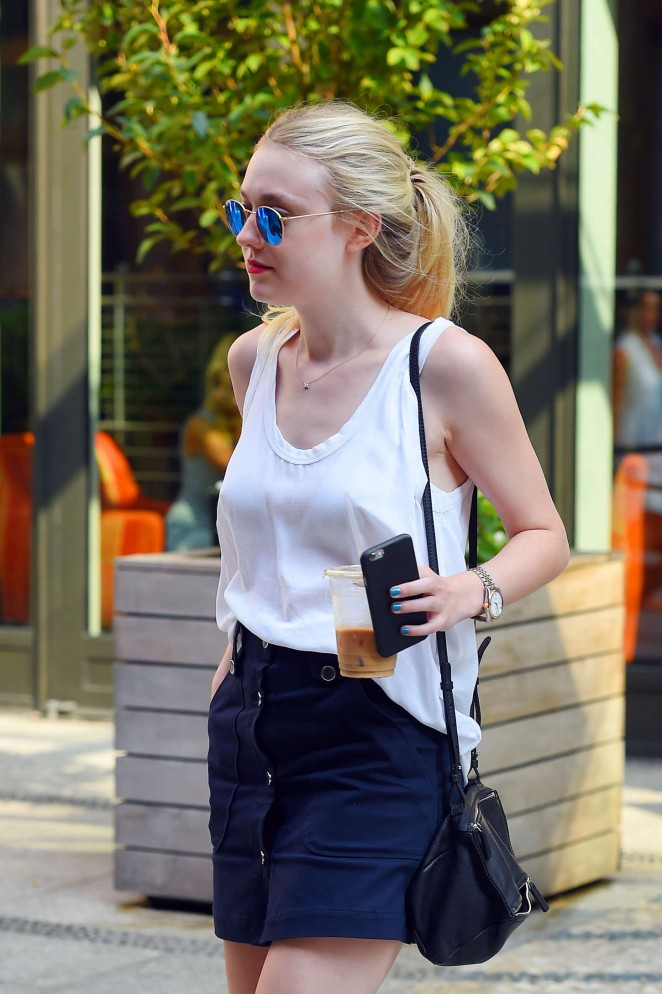 Dakota Fanning – Out and about in NYC