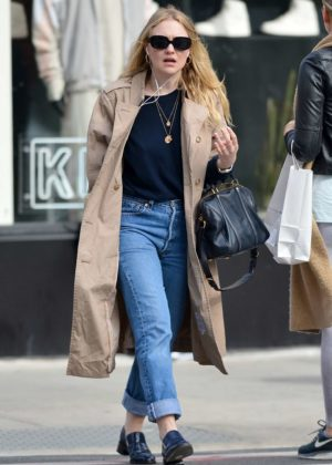 Dakota Fanning - Out for a stroll in NYC