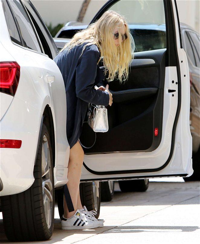 Dakota Fanning out in Los Angeles -10