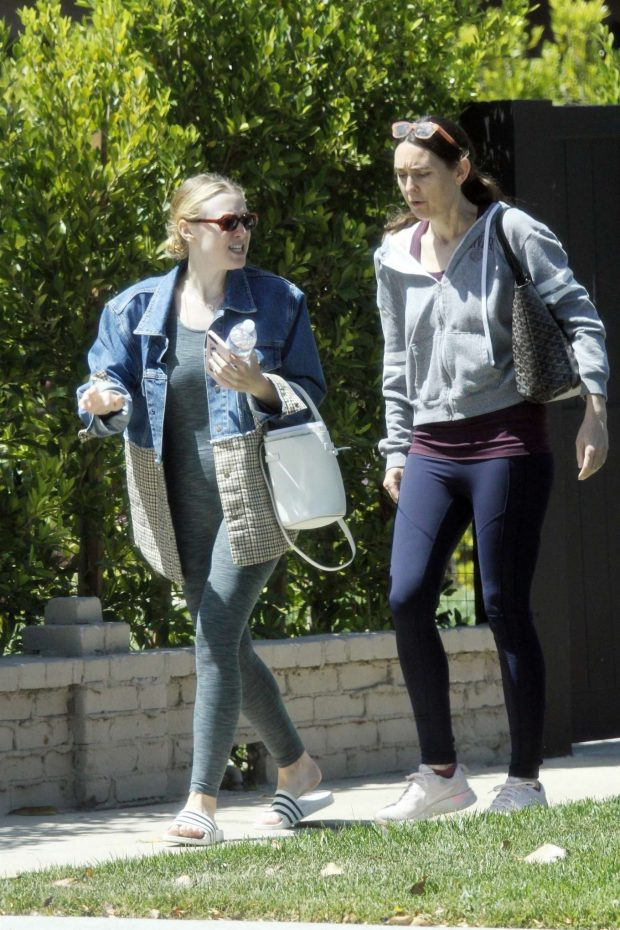 Dakota Fanning: Out in Los Angeles -01