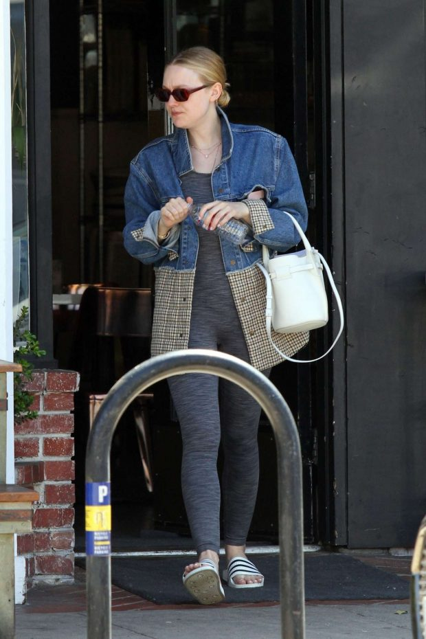 Dakota Fanning: Out in Los Angeles -05