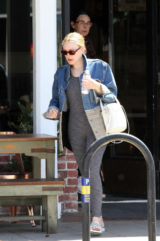 Dakota Fanning: Out in Los Angeles -06