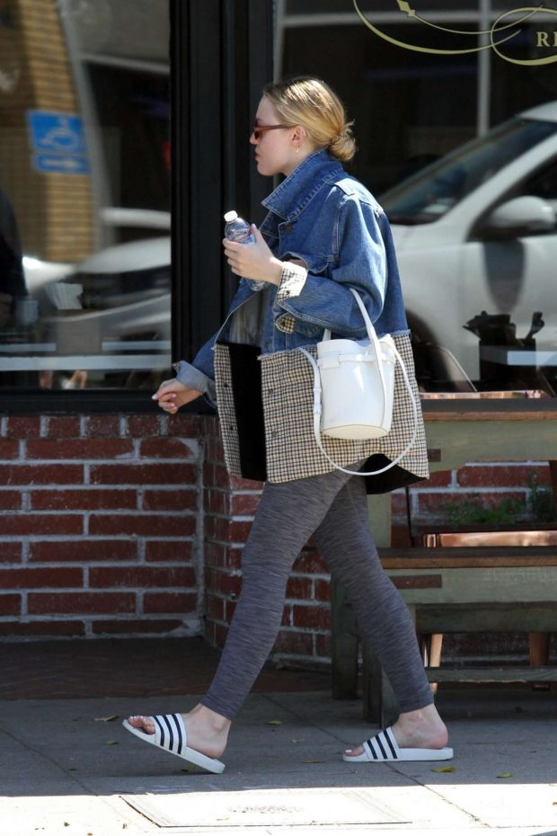 Dakota Fanning: Out in Los Angeles -08