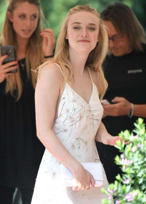 Dakota Fanning - Out In Venice