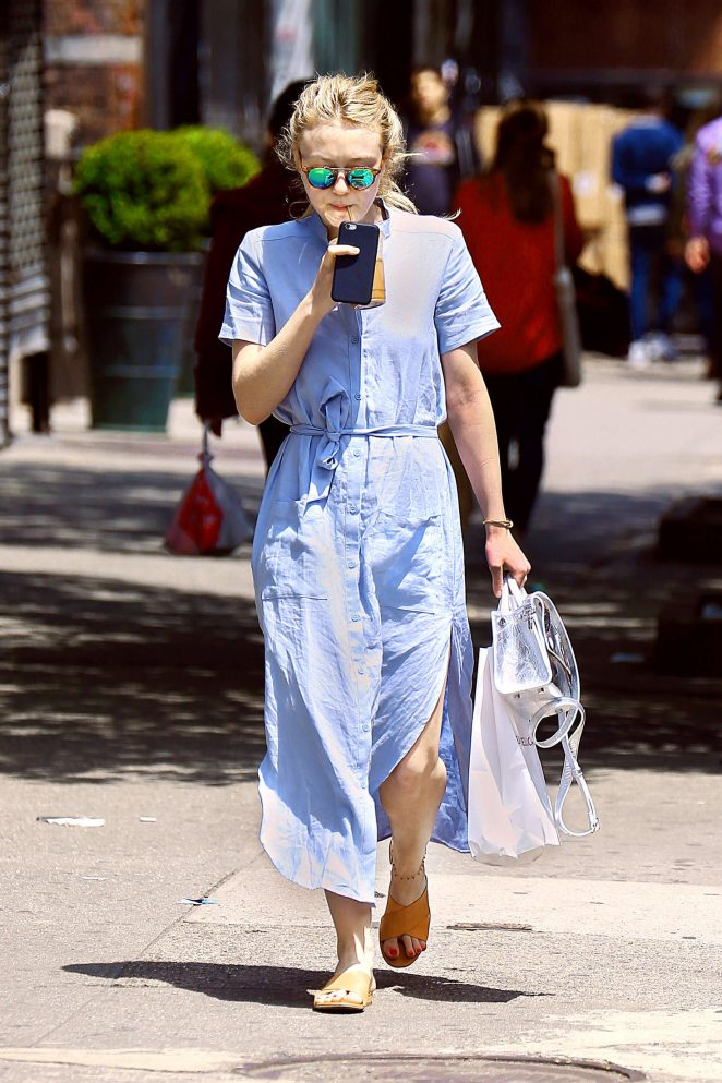 Dakota Fanning - Out shopping in New York City