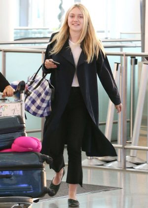Dakota Fanning - Pearson International Airport in Toronto