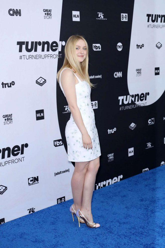 Dakota Fanning - Photocall at Turner Upfront Presentation In New York