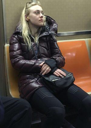 Dakota Fanning - Riding on the subway in New York