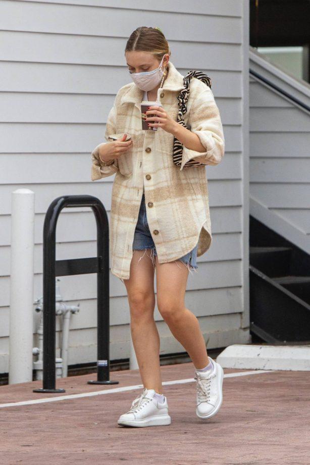 Dakota Fanning - Seen leaving a nail salon in Studio City