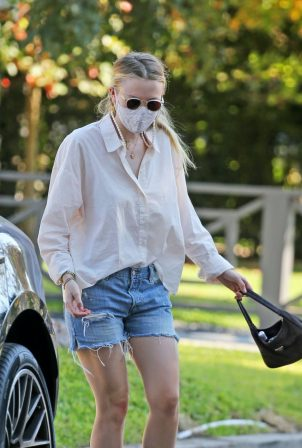Dakota Fanning - Seen out in Los Angeles