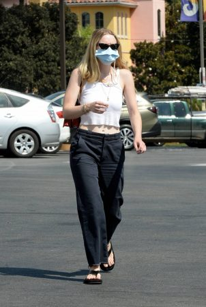 Dakota Fanning - Seen while go for grocery shopping at Vons in Burbank