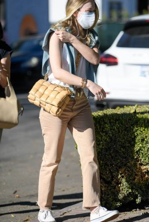 Dakota Fanning - Shopping candids on Melrose Place in West Hollywood